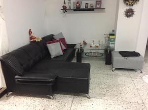 Vendo Mueble de Sala en Cuero Mas Mesita - Barranquilla