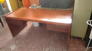 Vendo escritorio en madera grande tipo ejecutivo