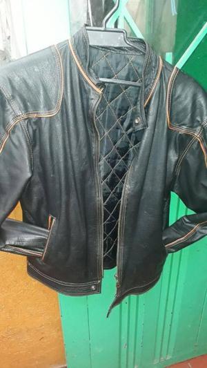 linda chaqueta en puro cuero poco uso