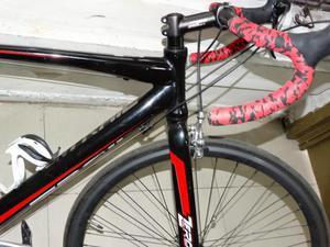 Bicicleta de ruta marca ONTRAIL rin 26 marco en aluminio