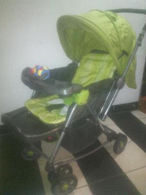 Coche para Bebe Y Ropa Variada - Medellín