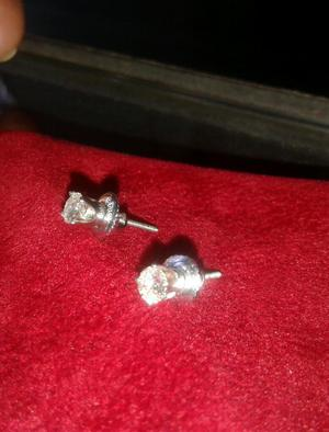 Diamantes 0.25 en Aretes de Oro Blanco