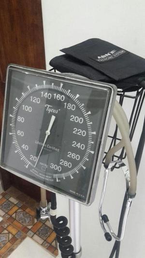Tensiometro analogo well allyn americano buen posot class for Tensiometro de pared welch allyn