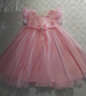 Vendo vestidos para bebita, los dos en 25 mil