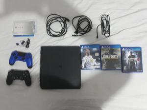 Vendo Playstation 4 con 3 Juegos