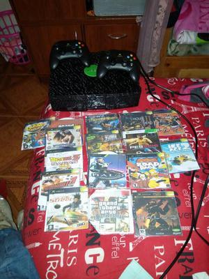 Vendo Xbox Clásico con Dos Controles Y J