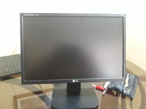 VENDO MONITOR LCD LG 19 PULGADAS CON TECLADO GENIUS,