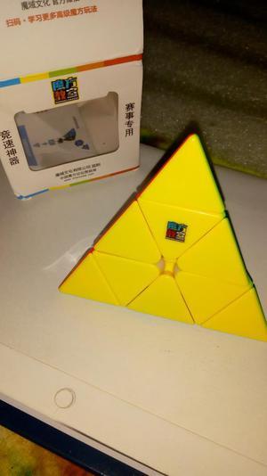 Piraminx Piramide Rubik Marca Moyu
