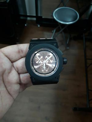 Reloj Invicta con Poco Uso