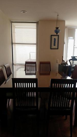 Comedor 8 puestos con vidrio y asientos. Buen estado