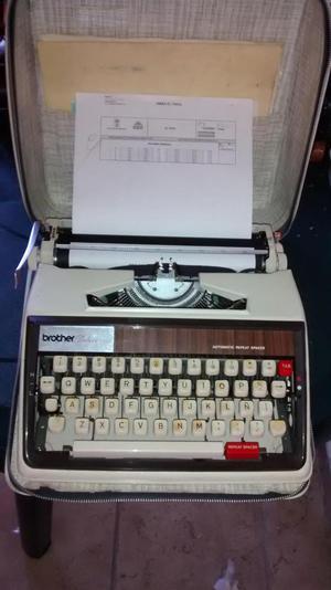 Máquina de escribir marca brother