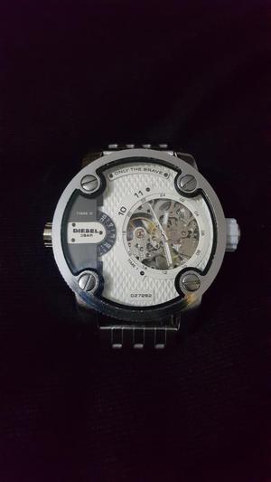 36132b10a1f8 Reloj diesel automatico!!!
