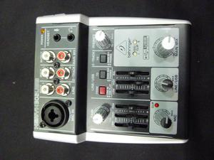 tarjeta interfaz de audio y mezclador behringer entrega a