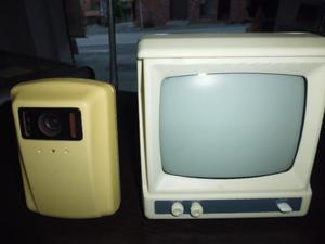 televisor monitor de vídeo antiguo prende el monitor solo