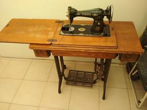 Maquina de Coser Antigua Alemana