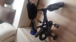 Bicicleta pequeña con ruedas de seguridad