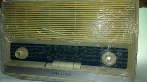 Radio philis de tubos y teclado