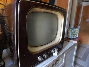 Televisor Antiguo Pica Piedra