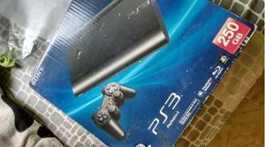 PS3 super slim 250 Gb con 4 Juegos fisicos, Dos controles,