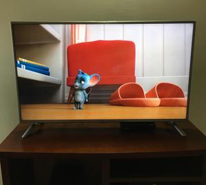 Televisor marca LG 47 pulgadas color gris