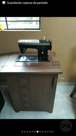 Máquina de Coser Antigua 910