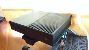 Xbox One 500GB Poco uso, con control, adaptador, cable HDMI,