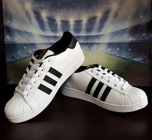 Zapatillas Adidas Superstar, Adidas Stan Smith y Vans.