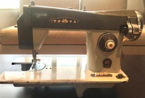Máquina de coser antigua marca Toyota