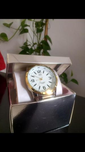 Reloj Qq poco Uso