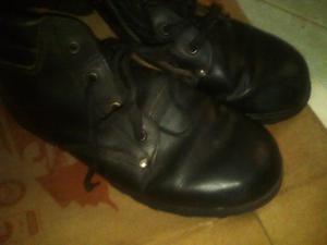 se venden botas de trabajo talla 39