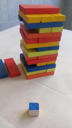 vendo o permuto jenga de colores con dado