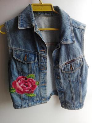 Vendo chaqueta de jean con aplique