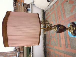 lampara en bronce y madera antigua 1metro 15cm de alto