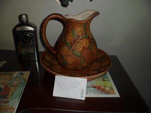jarron artesanal con diseño floral