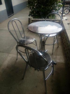 Mesa y Sillas En Aluminio como nueva solo con un mes de uso