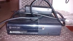 XBOX 360 CON 2 CONTROLES Y 4 PELÍCULAS