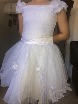 Hermoso vestido de primera comunión convertible ubicado en