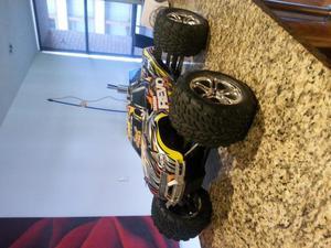 CARRO MARCA TRAXXAS REVO 3.3 MOTOR A GASOLINA CONTROL REMOTO