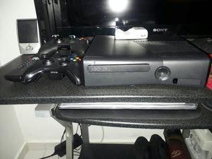 Vendo Xbox 360 Slim, 2 Controles