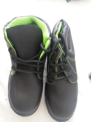 Botas punta de acero ecologica negras, talla 35, NUEVAS,