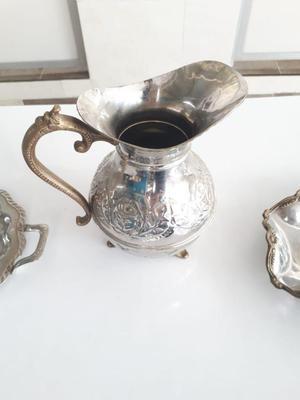 Se Vende jarron jarra y dos platos antiguos decorativos en