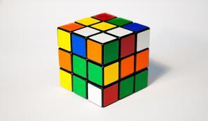Cubo Rubik Hassbro Original Como Nuevo Con Base