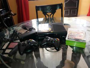 Vendo Xbox 360 con 10 Juegos 2 Controles