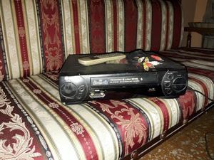 SE VENDE VHS MARCA LG CON CABLES