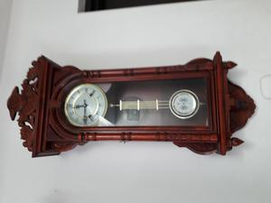vendo reloj para sala o comedor en madera
