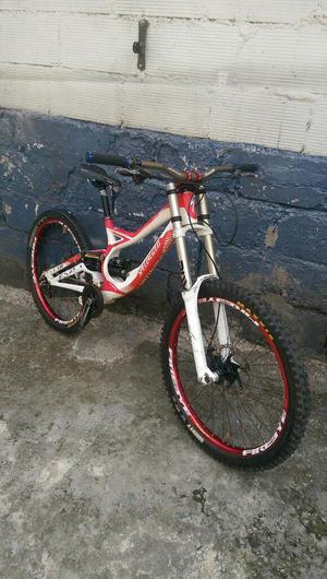 Vendo Bicicleta de Downhill Barata