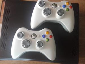 Vendo Xbox  con 2 Controles, accesorios originales