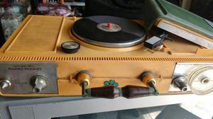 Antiguo Radio con Tocadisco