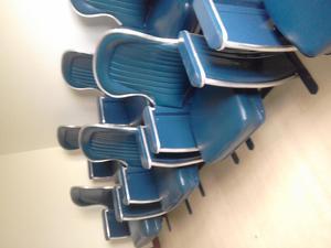 Vendo hermosas sillas antiguas de cine o teatro 100