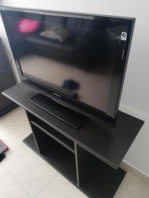 Tv 32 pulgadas y mesa